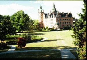 Vallø Slot og et mindre udsnit af parken. Foto: Anne Jørgensen